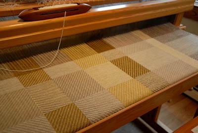 Blanket woven with naturally dye yarn