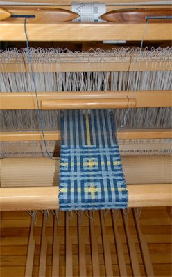 Deflected double weave scarf