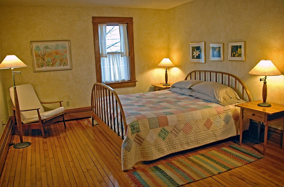 Whitefish Bay Farm B&B - Buttercup Room