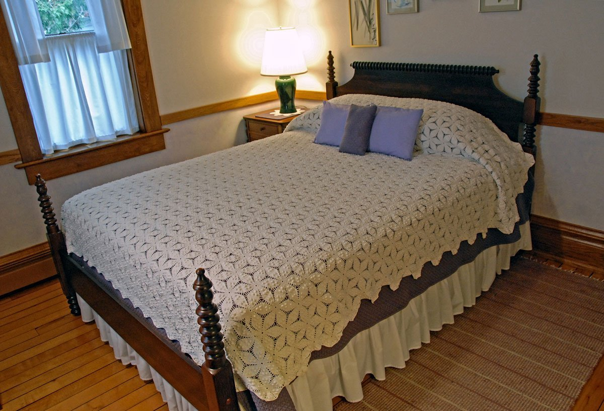 Whitefish Bay Farm B&B - Iris Room