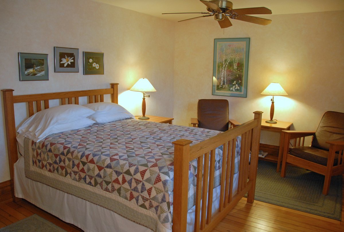 Whitefish Bay Farm B&B - Trillium Room